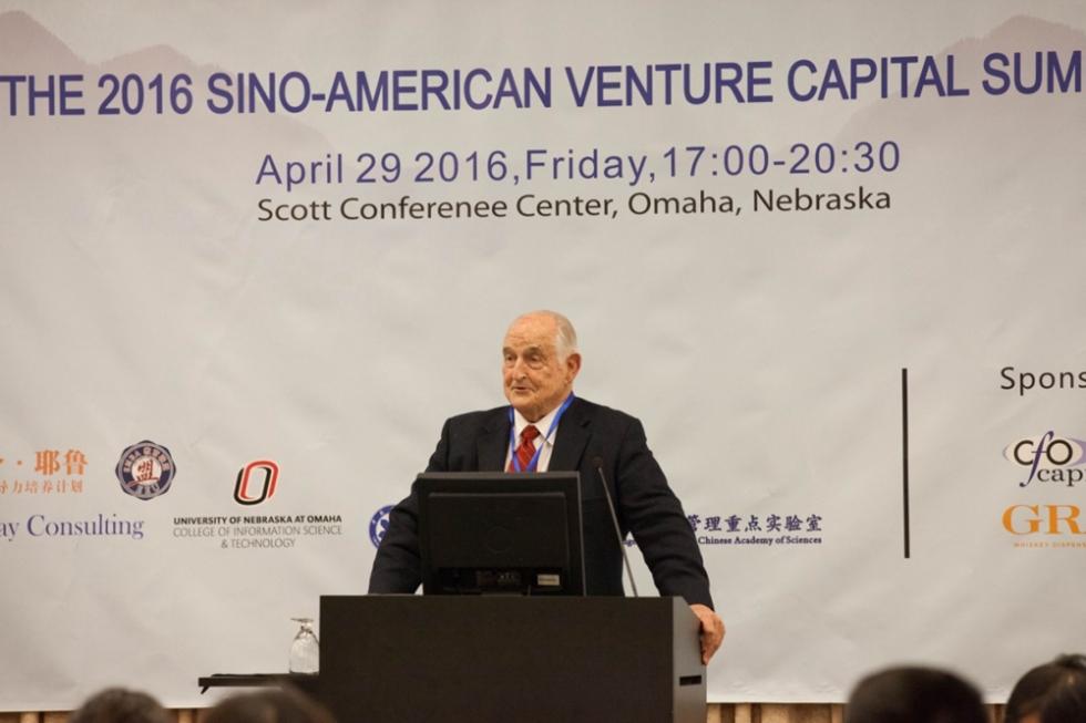 中科院虚拟经济与数据科学研究中心顾问,巴菲特公司董事Walter Scott 演讲
